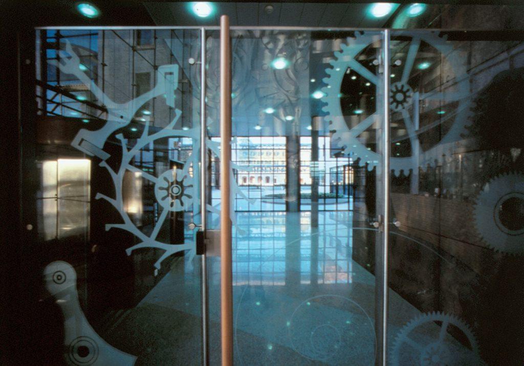 Exemple de sablage sur verre en transparence d'une porte